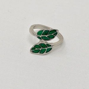 Jewelry - ❤️ 5 for $15 Green Leaf Silver tone ring size 4.5